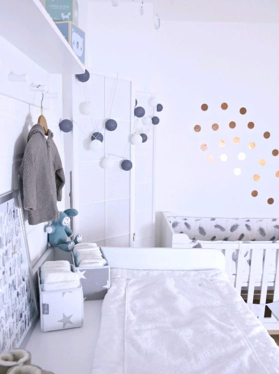 wie man das babyzimmer mit accessoires liebevoll einrichten kann. Black Bedroom Furniture Sets. Home Design Ideas
