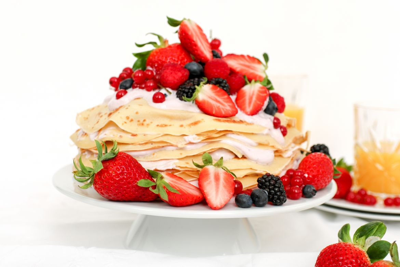 Rezept: Beerige Pfannkuchentorte für einen tollen Frühstückstisch.
